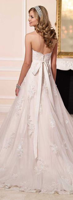 Stella York Spring 2016 Wedding Dresses Collection   http://www.tulleandchantilly.com/blog/stella-york-spring-2016-wedding-dresses-collection/