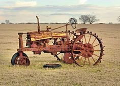 Old Tractor with wheel Antique Tractors, Vintage Tractors, Vintage Farm, Antique Cars, Antique Trucks, Farmall Tractors, Old Tractors, Walk Behind Tractor, Steam Tractor