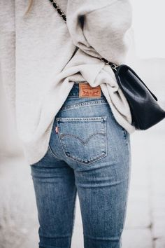 High waisted blue jeans with white top.