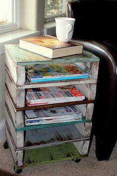 Par exemple, la table basse avec palette.Il existe plusieurs variantes de ce meuble - avec ou sans roulettes, customisées ou laissées brutes,basses, hautes.