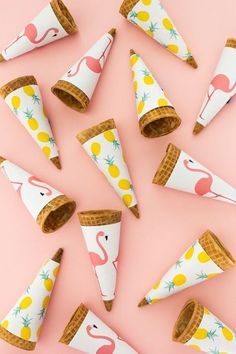 Perfect for a Flamingo Tropical Baby Shower Party. Serve homemade ice cream in cones wrapped in adorable printable tropical cone wrappers. Click through for the free printable and the piña colada ice cream recipe! Aloha Party, Luau Party, Party Summer, Flamingo Party, Flamingo Birthday, Party Planning Printable, Party Printables, Diy Party Dekoration, Hawaian Party
