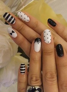 Black and White Nail Art Designs - Perfect Match For Any Parties - The most beautiful nail designs Fancy Nails, Love Nails, Pretty Nails, Black And White Nail Designs, Black And White Nail Art, White Gold, Nail Art Blanc, Nail Art Pen, Nail Art Hacks