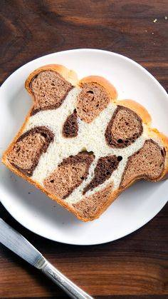 Take your leopard print obsession to new heights with this delicious chocolate-filled leopard print bread. Take your leopard print obsession to new heights with this delicious chocolate-filled leopard print bread. Bread Recipes, Cake Recipes, Dessert Recipes, Cooking Recipes, Bon Dessert, Dessert Bread, Bread Starter, Bread Shaping, Party Hacks