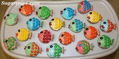 School (of fish) party or Under the Sea birthday theme easy to make fish cupcakes. I think these could be decorated milk arrowroot biscuits as well. Under The Sea Theme, Under The Sea Party, Animal Themed Food, Arrowroot Biscuits, Biscuit Decoration, Fishing Cupcakes, Cake Stall, Birthday Parties, Summer Birthday
