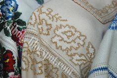 Інна Єрмакова (фото автора)         Цей допис присвячено світлій пам'яті Мирослави Петрівни Кот. Неймовірній Людині, красивій Жінці, талан... Christmas Sweaters, Embroidery, Blog, Hardanger, Needlepoint, Christmas Jumper Dress, Blogging, Tacky Sweater, Crewel Embroidery