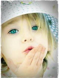 Dovremmo essere spontanei come i bambini che,quando vogliono una carezza,ti prendono la mano e se la mettono sul viso