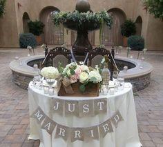 Sweetheart table ♥ rustic wedding. rustic sweetheart table.