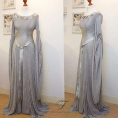 """fairytas: """"Stumbled upon this photo of my silver elven dress. I would love to make more elegant flowy dresses like this one Pretty Outfits, Pretty Dresses, Beautiful Outfits, Flowy Dresses, Elven Dresses, Narnia, Costume Original, Elven Costume, Medieval Gown"""
