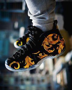 "1 aprecieri, 1 comentarii - @sneakersdailyplanet pe Instagram: ""Yay or Nay? Rate from 1-10! #jordans #jordan1 #jordan5 #fireplace #fireworks #golden #blackout…"" Zapatillas Nike Jordan, Zapatillas Casual, Tenis Casual, Sneakers Mode, Sneakers Fashion, Shoes Sneakers, Running Sneakers, Retro Sneakers, Ebay Sneakers"