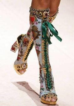 shoes wedding shoes comfortable wedding heels Dolce & Gabbana S/S 2019 Runway Details Fashion 2020, Look Fashion, Runway Fashion, High Fashion, Fashion Shoes, Fashion Outfits, Womens Fashion, Fashion Trends, Fashion Art