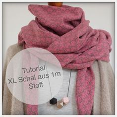 TUTORIAL einen XL-Schal aus 1 m Stoff nähen (Unter meinem Dach) I spent the last weekend with many other enthusiastic people at the Lillestoff Festival in Hanover. In addition to unbelievably many beautiful impressions, I was allowed a fine piece of S Baby Knitting Patterns, Easy Knitting Projects, Sewing Projects, Diy Accessoires, Diy Mode, Scarf Tutorial, Woven Wrap, Sewing Clothes, Tejidos