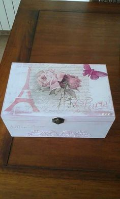 Rosa Decoupage Furniture, Decoupage Box, Decoupage Vintage, Diy Projects To Try, Craft Projects, Altered Cigar Boxes, Window Grill Design, Girls Jewelry Box, Homemade Gifts