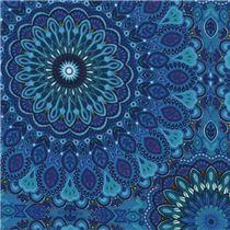 Tissu bleu avec des grandes fleurs et feuilles turquoise par Timeless Treasures
