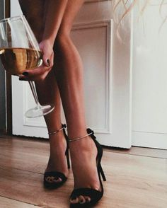 Tanned legs and gorgeous heels 🖤 Classy Aesthetic, Aesthetic Photo, Aesthetic Art, Alexandra Burimova, Foto Pose, Women Legs, Photography Poses, Street Style, Style Inspiration
