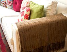 Pie de cama de lana de llama 100% artesanal, realizado por artesanos del norte argentino. Encontralo en www.quieronorte.com.ar