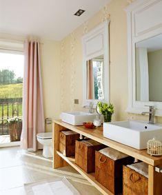 Para dos  Lo ideal es que cada miembro de la pareja tenga un lavamanos. Para ello, necesitas una encimera de mínimo 120 cm.