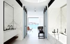 Beautiful white-grey marble bathroom by Katon Redgen Mathieson.