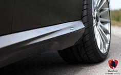 Choć (nie bez powodu) utożsamiana z taksówką, Klasa E wbrew pozorom również może wyglądać dynamicznie i atrakcyjnie. Wystarczy garść dodatków nadwornego tunera Mercedesa- AMG, oraz pakiet modyfikacji firmy Carlsson, a klasyczny sedan nabiera agresywności i zdecydowanie może się podobać.  Przeczytaj więcej:http://gransport.pl/blog/realizacja-mercedes-benz-250-carlsson/