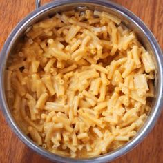 Vegan Mac And Cheese - The BEST Recipe! - This super cheesy and completely delicious vegan mac and cheese recipe is easy to make Kraft Mac N Cheese, Vegan Mac And Cheese, Mac Cheese, Cheese Sauce, Macaroni Cheese, Cheese Fruit, Cashew Cheese, Cheese Recipes, Healthy Foods
