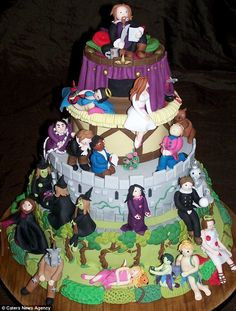 Incredible Shakespeare cake. What a wonderful way to enjoy the Bard's work.