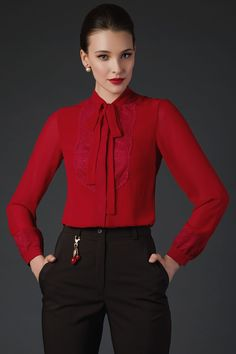 how to pair outfits Office Uniform For Women, Office Outfits Women, Top Fashion, Fashion Outfits, Girl Fashion, Classy Work Outfits, Pretty Outfits, Royal Dresses, Beautiful Blouses