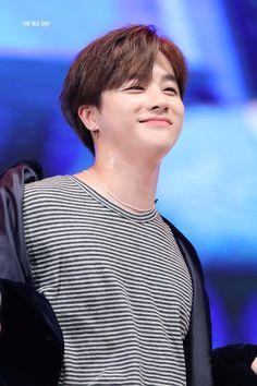 Why so happy? Kim Jinhwan, Chanwoo Ikon, Yg Entertainment, Ikon Member, Ikon Kpop, Ikon Debut, Ikon Wallpaper, Hip Hop, Geisha