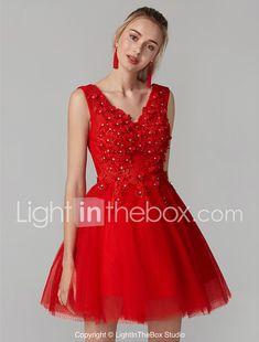 Salón Escote en Pico Corta   Mini Encaje sobre tul Espalda Bonita Fiesta de  baile Vestido con Cuentas   Apliques por TS Couture® a85e5f4c5a55