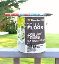 Learn how to paint a vinyl floor with this vinyl floor painting tutorial. See how a painted vinyl floor held up - years later - and see which products work best. Excellent flooring tutorial for a budget-friendly kitchen or bathroom makeover. Painted Porch Floors, Painted Bathroom Floors, Vinyl Flooring Bathroom, Painted Vinyl Floors, Painting Tile Floors, Porch Flooring, Linoleum Flooring, Diy Flooring, Diy Painting