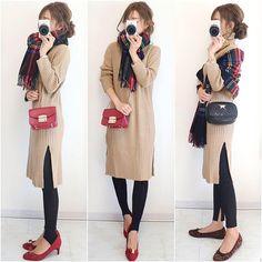 "AIRI on Instagram: "". ニットワンピ×ストール×guボトム♪ . ざっくり、ゆったりしたワンピ楽チン過ぎて最高ですね😂❤️ サイドのスリットが深めなので、ボトムと合わせて履くのが🙆✨ (身長163cmです😀) . .…"" Cute Fashion, Fashion Photo, Fashion Outfits, Simple Outfits, Casual Outfits, Smart Casual Women, Blazer Outfits For Women, Japanese Outfits, College Fashion"