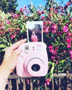 Polaroid picture - Instax Camera - ideas of Instax Camera. Trending Instax Camera for sales. Tumblr Polaroid, Polaroid Photos, Polaroid Pictures Tumblr, Polaroid Pictures Photography, Polaroid Display, Polaroid Camera Instax, Camera Aesthetic, Fujifilm Instax Mini, Creative Photography