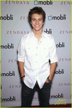 Billy Unger awwww ain't he a cutie Cute White Guys, Cute Guys, Lab Rats Chase, Lab Rats Disney, Chase Davenport, Billy Unger, Mighty Med, The Cw Shows, Abc Family