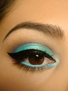 Matte turquoise eyeshadow  with turquoise eyeliner and perfect liquid liner #makeup #turquoise