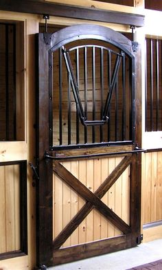 like this stall door Horse Stables, Horse Farms, Horse Barn Designs, Palaces, Barn Stalls, Horse Barn Plans, Round Pen, Downton Abbey, Horse Property