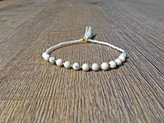 White howlith turquoise gemstone beaded bracelet studded with shiny gold stuffed beads, delicate bracelet, Marble bracelet Ringe Gold, Handmade Bracelets, Delicate, Vintage, Etsy, Jewelry, Fashion, Handmade Gifts, Glass Beads