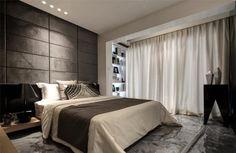 chambre à coucher avec un grand lit et éclairage indirect