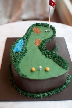 Golf groom's cake | Paperlily Photography