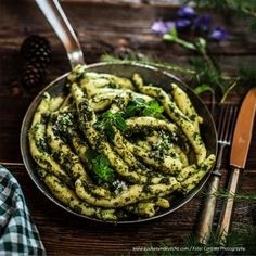 Schupfnudeln mit Almkräuterpesto » Kochrezepte von Kochen & Küche Pesto, Asparagus, Green Beans, Vegetables, Food, Chef Recipes, Studs, Essen, Vegetable Recipes