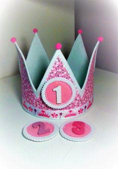 Kronen - Geburtstagskrone - ein Designerstück von Mardecucadas bei DaWanda Diy Ostern, Dory, Easter Crafts, Embellishments, Kindergarten, Birthdays, Kids, Princess Party, Crowns