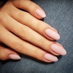 Prized by women to hide a mania or to add a touch of femininity, false nails can be dangerous if you use them incorrectly. Types of false nails Three types are mainly used. Almond Acrylic Nails, Almond Nails, Hair And Nails, My Nails, Nail Polish, Nail Nail, Nude Nails, Coffin Nails, Nail Manicure