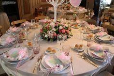 http://www.lemienozze.it/gallerie/foto-fiori-e-allestimenti-matrimonio/img21879.html Mise en place sui toni del rosa per il ricevimento matrimonio