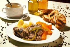 Πού θα φάτε νόστιμα μαγειρευτά στο Χαλάνδρι – Newsbeast Pot Roast, Beef, Ethnic Recipes, Food, Carne Asada, Meat, Roast Beef, Essen, Meals