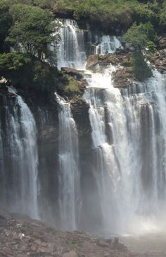 Kalandula Falls (formerly Duque de Bragança Falls) are waterfalls in the municipality of Kalandula, Malanje Province, Angola. On the Lucala River, the falls are. Angola Africa, Spiti Valley, Les Cascades, Science And Nature, Landscape Photos, Republic Of The Congo, Around The Worlds, Earth, Country