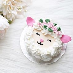 Crushing on this lamb cake by luxeandthelady swoon! happyeaster happyeaster Crushing on this lamb cake by luxeandthelady swoon!