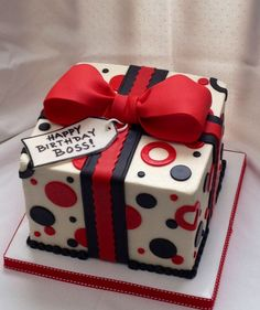 Geschenk Geburt - Pretty present cake. Red, black and white. Birthday Cakes For Men, Happy Birthday Boss, Birthday Present Cake, Gift Box Cakes, Gift Cake, Bow Cakes, Cupcake Cakes, Ribbon Cake, Square Cakes