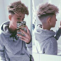 Finding The Best Short Haircuts For Men Tomboy Haircut, Tomboy Hairstyles, Cool Hairstyles For Men, Fade Haircut, Hairstyles Haircuts, Haircuts For Men, Teen Boy Haircuts, Everyday Hairstyles, Hair And Beard Styles