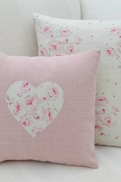 8 Relaxing Simple Ideas: Sewing Decorative Pillows Floor Cushions how to make decorative pillows.Decorative Pillows Patterns Etsy neutral decorative pillows home tours. Cute Pillows, Diy Pillows, Decorative Pillows, Throw Pillows, Handmade Cushions, Sewing Crafts, Sewing Projects, Creation Deco, Sewing Pillows