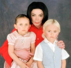 Photo of Michael lovely babies ;** for fans of Michael Jackson 7468071 Michael Jackson 2001, Prince Michael Jackson, Janet Jackson, Michael Jackson Thriller, Paris Jackson, Mj Kids, Creepy Photos, King Of Music, Jackson Family