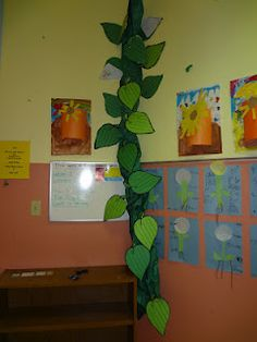Instead of a compliment chain, class can build a beanstalk with compliments until it reaches the ceiling (column by dramatic play area) School Displays, Library Displays, Classroom Displays, Classroom Themes, Classroom Activities, Preschool Books, Fairy Tale Crafts, Fairy Tale Theme, Fairy Tail