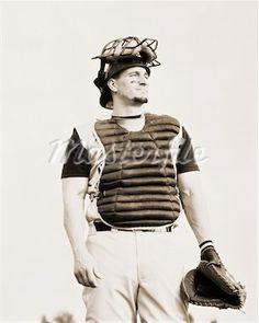 Idea for Jordan's senior photo~ catcher baseball portrait Boy Senior Portraits, Senior Boy Poses, Senior Guys, Senior Photos, Senior Year, Senior Boy Photography, Baseball Photography, Sport Photography, Team Pictures