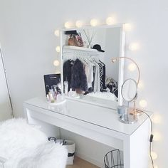 🎀 Weekend vibes 🎀 . Pic @Pinterest . Link to our online store on our Insta page or visit www.vanitycollections.com.au #makeupstorage #makeupholder #makeuptable #makeupjunkie #makeupmirror #beauty #beautyroom #beautystore #beautytable #beautymirror #vanity #vanityroom #vanitydecor #vanityideas #lipglossstorage #lipstickstorage #vanitytable #makeuporganizer #cosmeticorganizer #vanityorganizer #makeuporganiser #makeupdividers